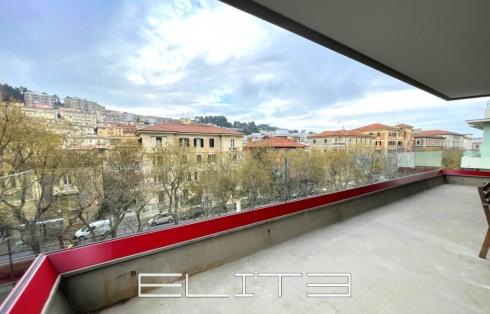 Appartamento con terrazzo al Viale della Vittoria