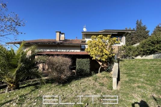 Splendida villa singola in zona collinare e panoramica con due ampi appartamenti