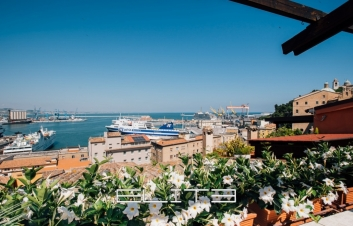 Splendida terrazza sul porto