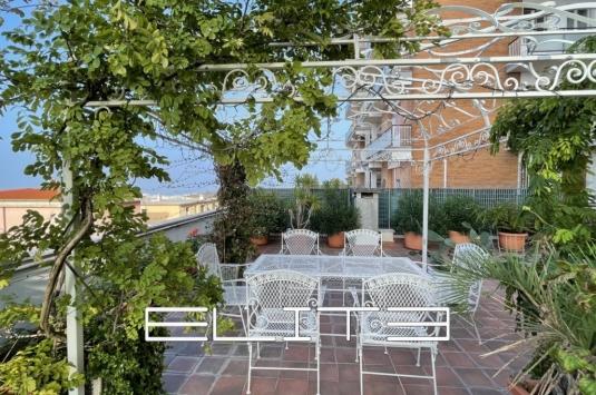 Appartamento con 160 mq di terrazzo vista porto